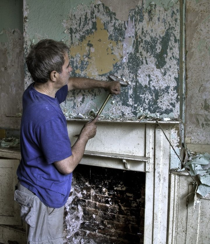 The risks of asbestos exposure during home improvement